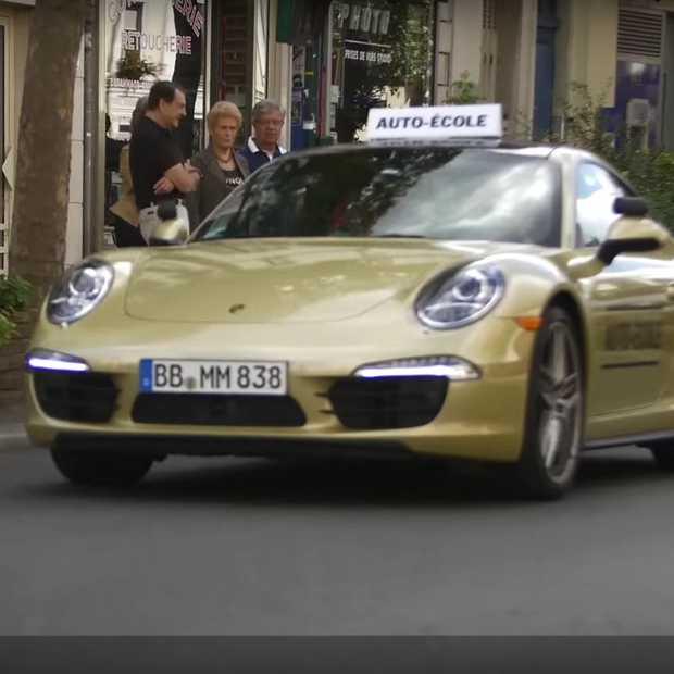 Dit gebeurt er als je jongeren laat afrijden in een Porsche