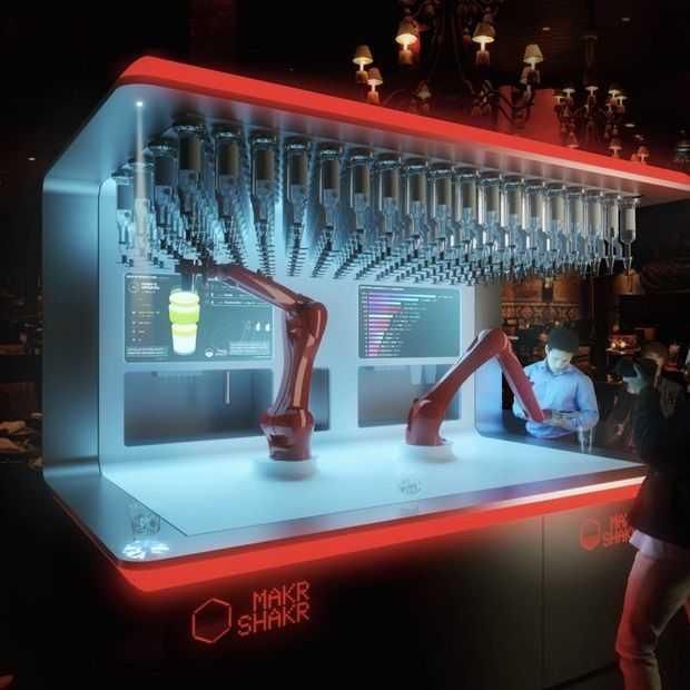 Deze Makr Shakr robot kan 120 perfecte cocktails per uur maken