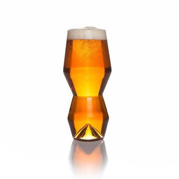 Bier drinken uit deze te gekke geometrische bierglazen