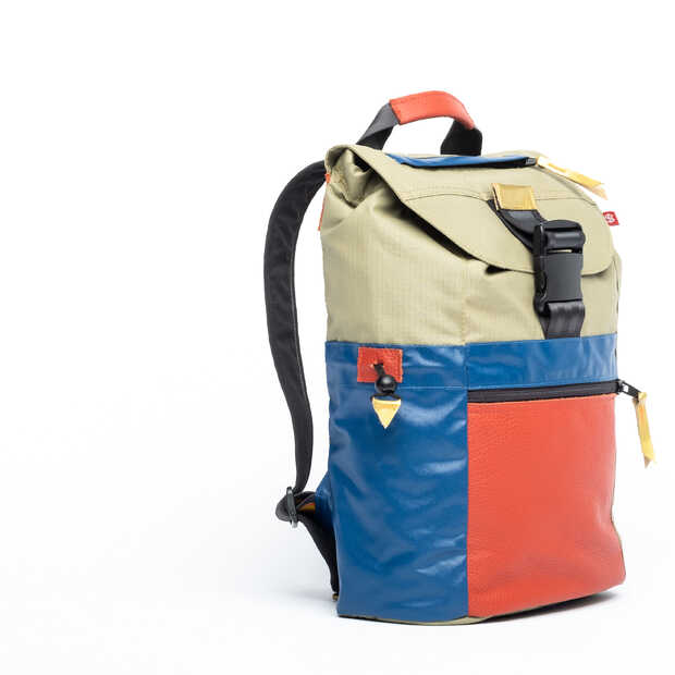 Sheltersuit lanceert collectie rugzakken en doneert shelterbags aan daklozen