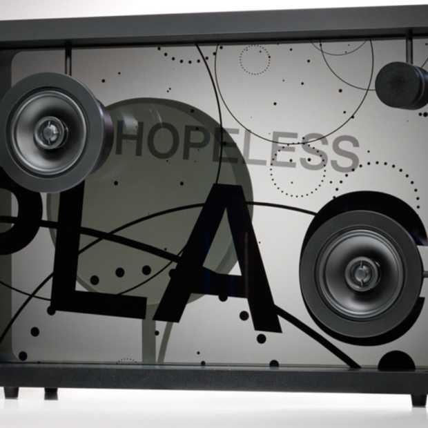 Deze Lyric Speaker laat songteksten zien op glas