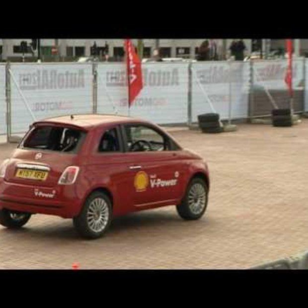 Stuntman zet AutoRAI 2011 op zijn kop met Shell V-Power loop