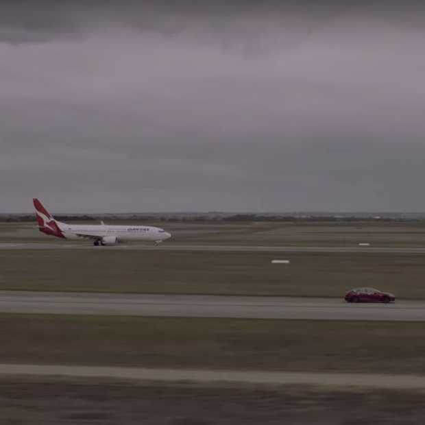 Drag race tussen een Tesla Model S en een Boeing 737