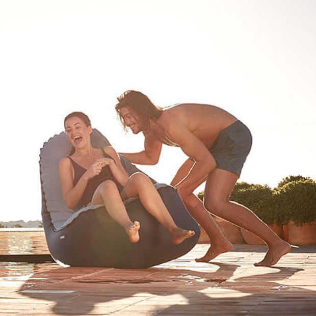 Ideaal voor de zomer: hippe en snel vulbare opblaas-loungestoel