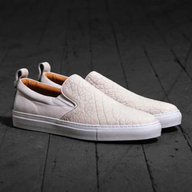 Deze witte sneakers moet je deze zomer hebben!